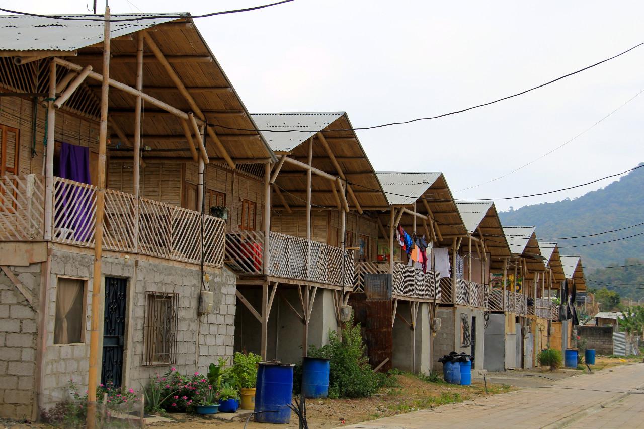 Equateur : des logements sociaux bambou